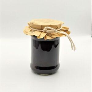 Konfitura z czarnej porzeczki w szklanym słoiku